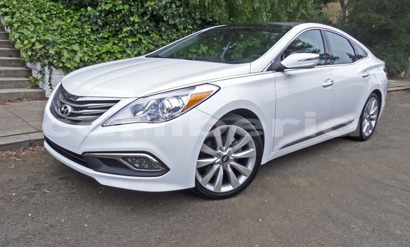 Buy Used Hyundai Sonata White Car in Barclayville in Grand Kru County