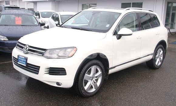 Buy Used Volkswagen Touareg White Car in Barclayville in Grand Kru County